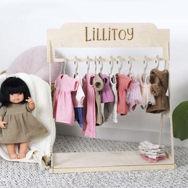 Ekspozytor ze sklejki na ubranka dla lalek dla LILLITOY